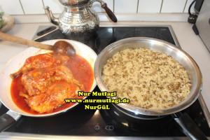 mercimekli bulgur pilavi nasil yapilir tarifi - soslu tavuk esliginde (5)
