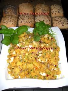 kahvalti masalariniz icin harika bir lezzet yumurtali patates salatasi