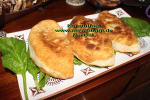 İspanakli mayali çığ börek kızartma, cig börek