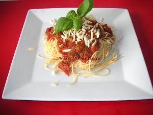 Spagetti Bolognese sosu nasil yapilir kiyma soslu spagetti tarifi, resimli yapim asamali tarif nurmutfagi nurgül