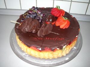 cikolatali Cilekli Pasta, ganajli meyveli tart tarifi