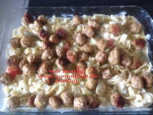 besamel soslu firinda hindi köfteli sebzeli spagetti  (10)