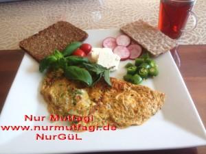 omlet sucuklu, soganli sütlü peynirli (3)