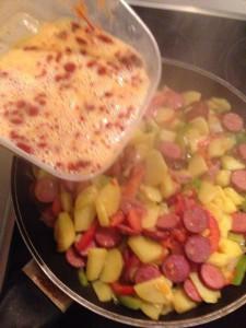 sosisli patatesli omlet  (6)