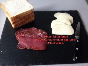 yumurtali tost kizartmasi sucuklu pastirmali kasar peynirli (1)