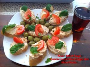 Kahvaltilik dilimler peynirli recelli balikli (1)