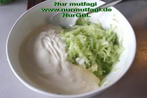 yogurtlu salatalik cacik (1)