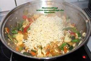 china nudeln sebzeli wok makarna (2)