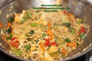 china nudeln sebzeli wok makarna (3)