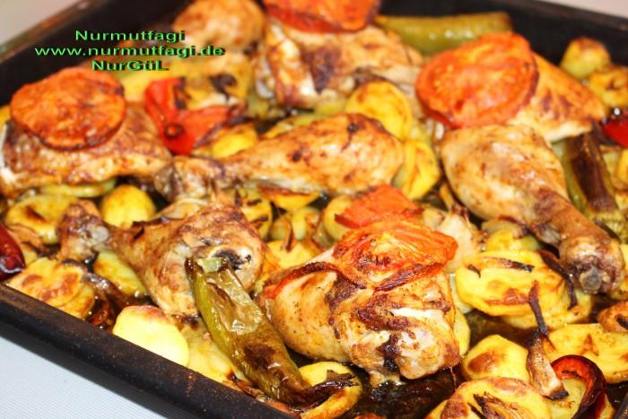 Fırında Kızarmış Sebzeli Tavuk