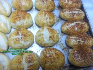 mayasiz hamurdan peynirli  pogaca (1)