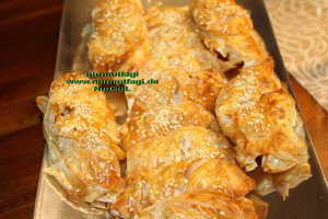 midye börek baklavalik hamurdan peynirli midye böregi (23)