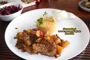 Güvec nasil yapilir tarifi - Kuzu etli Türlü Güvec Kebabi
