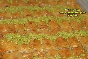 fistikli baklava, cevizli baklava, hazir yufka ile baklava nasil yapilir, citir baklava tarifi (36)