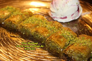 fistikli baklava, cevizli baklava, hazir yufka ile baklava nasil yapilir, citir baklava tarifi (62)
