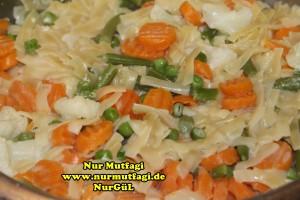 kremali sebzeli makarna tarifi tavada (4)