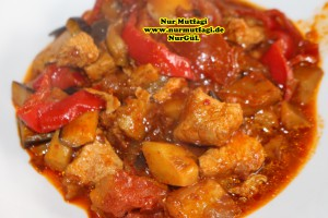 patlicanli sebzeli tavuk kebabi tavada (13)