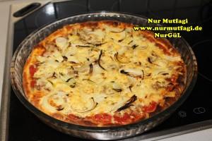 pizza iki cesit tonno sucuklu pizza tarifi (10)