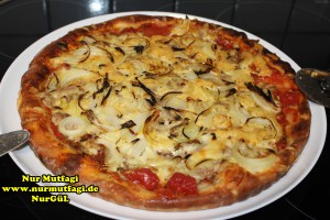 pizza iki cesit tonno sucuklu pizza tarifi (4)