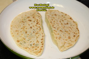 mayasiz ekmek tavada mayasiz peynirli gözleme tarifi (4)