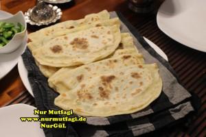 mayasiz ekmek tavada mayasiz peynirli gözleme tarifi (7)