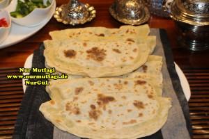 mayasiz ekmek tavada mayasiz peynirli gözleme tarifi (8)