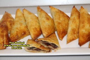 ücgen citir börek - peynirli ücgen börek - nutellali citir börek tarifi  (29)