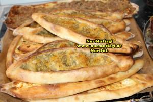 konya mevlana pidesi - küflü peynirli pide tarifi (4)