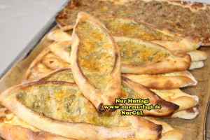 konya mevlana pidesi - küflü peynirli pide tarifi (6)