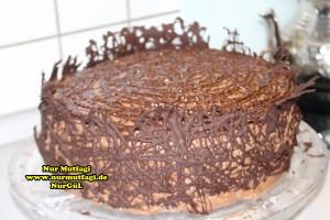 cikolatali-yas-pasta-tarifi-pandispanya-ve-krema-tarifi-12