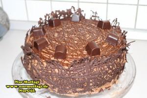 cikolatali-yas-pasta-tarifi-pandispanya-ve-krema-tarifi-13