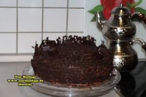 cikolatali-yas-pasta-tarifi-pandispanya-ve-krema-tarifi-17
