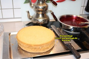frambuaz-meyve-soslu-yas-pasta-tarifi-5