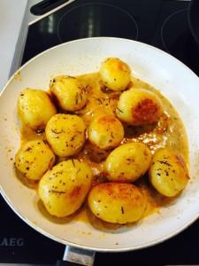 tavada baharatli kizartilmis patates