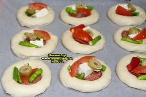k-cicek pogaca, gül pogaca, pizza pogaca, karniyarik pogaca, bir hamurdan 6 cesit pogaca tarifi (14)
