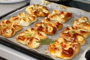 k-cicek pogaca, gül pogaca, pizza pogaca, karniyarik pogaca, bir hamurdan 6 cesit pogaca tarifi (64)