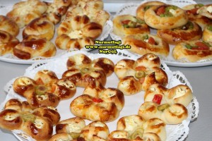 k-cicek pogaca, gül pogaca, pizza pogaca, karniyarik pogaca, bir hamurdan 6 cesit pogaca tarifi (68)