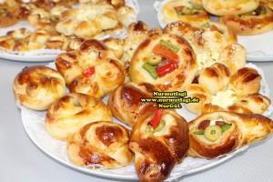 k-cicek pogaca, gül pogaca, pizza pogaca, karniyarik pogaca, bir hamurdan 6 cesit pogaca tarifi (75)