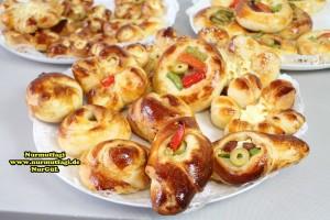 k-cicek pogaca, gül pogaca, pizza pogaca, karniyarik pogaca, bir hamurdan 6 cesit pogaca tarifi (76)