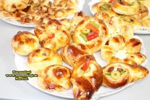 k-cicek pogaca, gül pogaca, pizza pogaca, karniyarik pogaca, bir hamurdan 6 cesit pogaca tarifi (77)