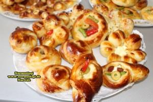 k-cicek pogaca, gül pogaca, pizza pogaca, karniyarik pogaca, bir hamurdan 6 cesit pogaca tarifi (79)