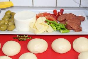 k-cicek pogaca, gül pogaca, pizza pogaca, karniyarik pogaca, bir hamurdan 6 cesit pogaca tarifi (9)