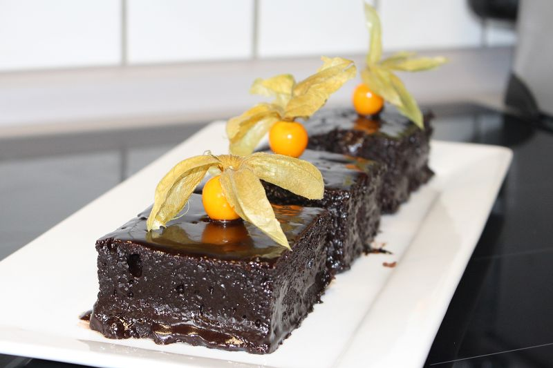 sosunda yumurta olmayan cikolata soslu islak kek tarifi (18)
